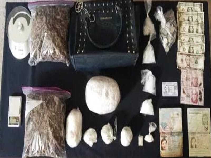 Foreign woman is arrested with several bags of drugs in Cancun