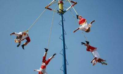 VIDEO Voladores de Papantla se enredan en plena danza